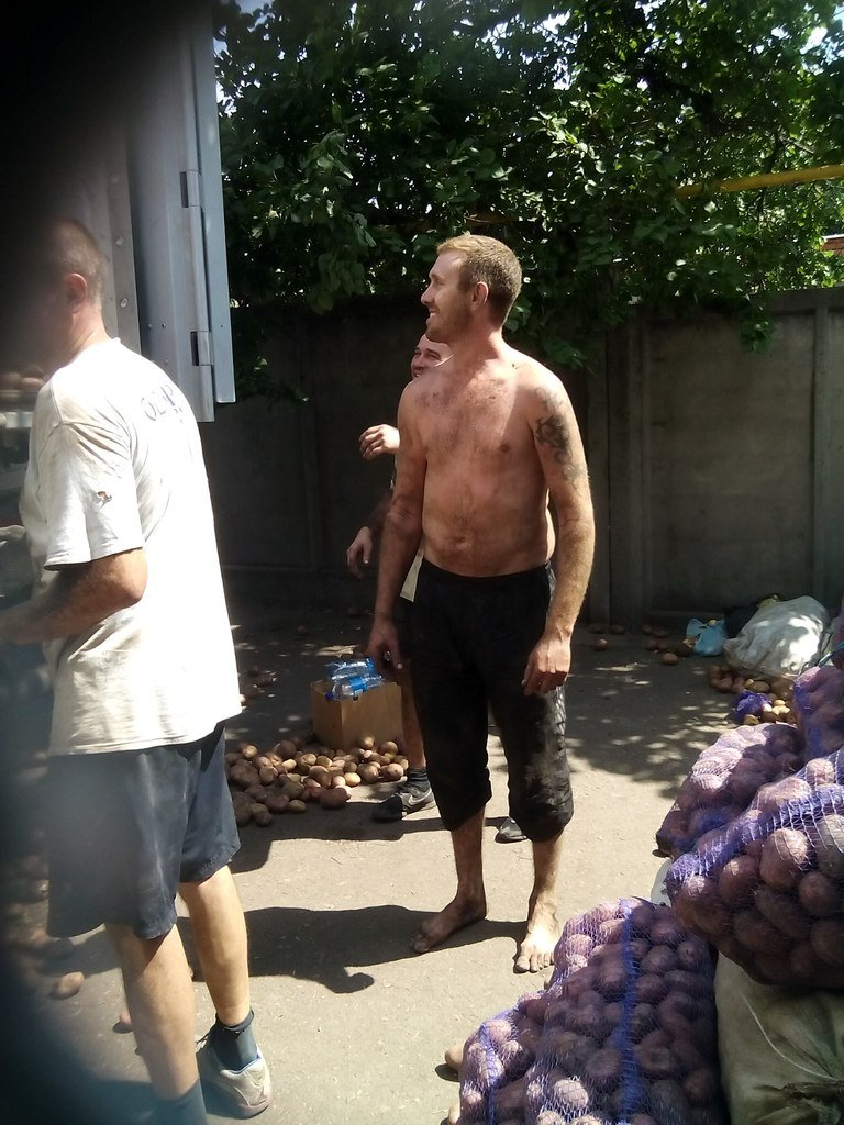 В Мариуполе беженцы получили 50 тонн картофеля от жителей Черкасской и Сумской областей (ФОТО), фото-6