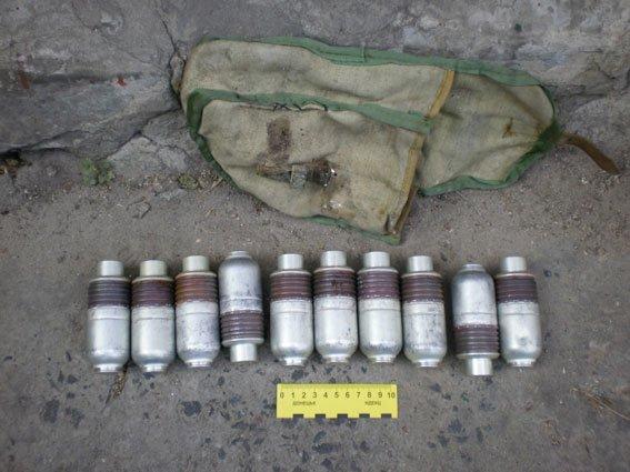 Сумская милиция в зоне АТО изымает оружие, которое местное население собирает «про запас» (ФОТО), фото-2