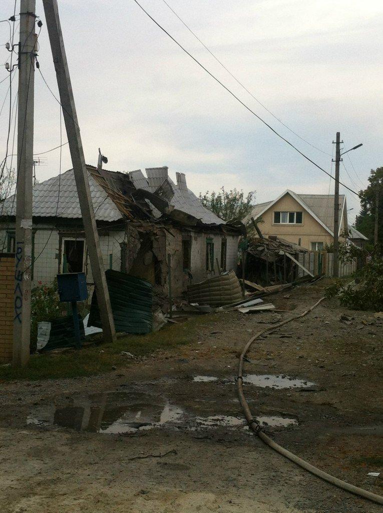 Харцызск пережил страшный артобстрел -  в городе большие разрушения (ФОТО), фото-7