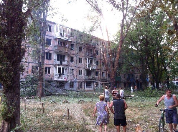 Харцызск пережил страшный артобстрел -  в городе большие разрушения (ФОТО), фото-8