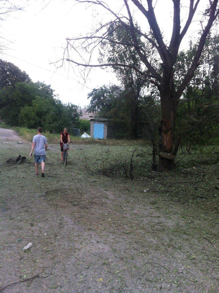 Харцызск пережил страшный артобстрел -  в городе большие разрушения (ФОТО), фото-6
