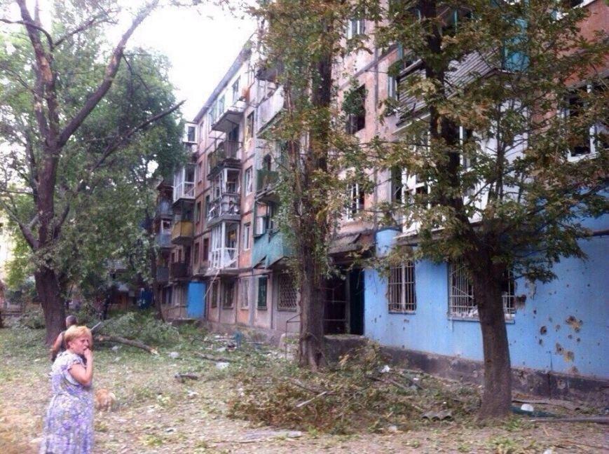 Харцызск пережил страшный артобстрел -  в городе большие разрушения (ФОТО), фото-3