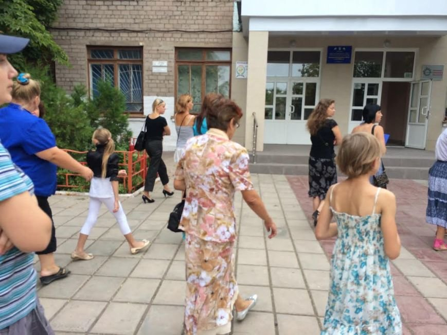 В Мариуполе школу-интернат превратили в общежитие для беженцев. Родители учеников против (ФОТО), фото-1