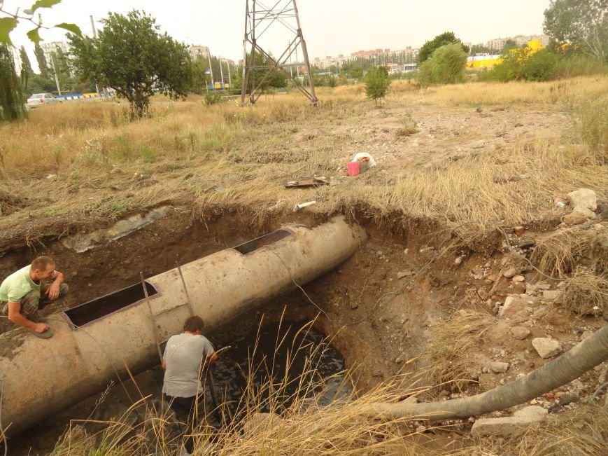 В Мариуполе в реку Кальчик вылились тонны канализационных стоков (ФОТО), фото-1