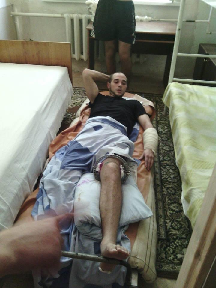 В Мариуполе лечат парня, раненного на блокпосту ДНР (ФОТО), фото-1