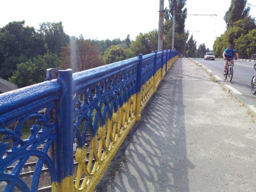 В Сумах покрасили в патриотические цвета мост на Харьковской (ФОТО), фото-2