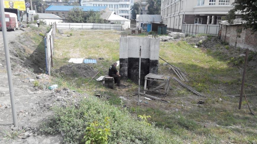После демонтажа в центре  Сум снова появляется «синий забор» (ФОТО), фото-1