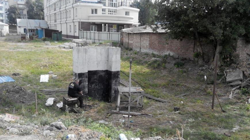После демонтажа в центре  Сум снова появляется «синий забор» (ФОТО), фото-3