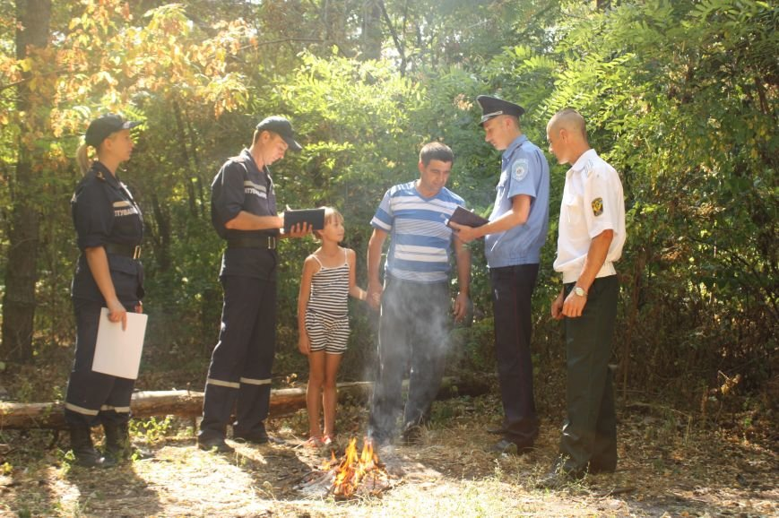 Під час рейдів рятувальники попереджають громадян про небезпеку виникнення пожеж у лісах, фото-1
