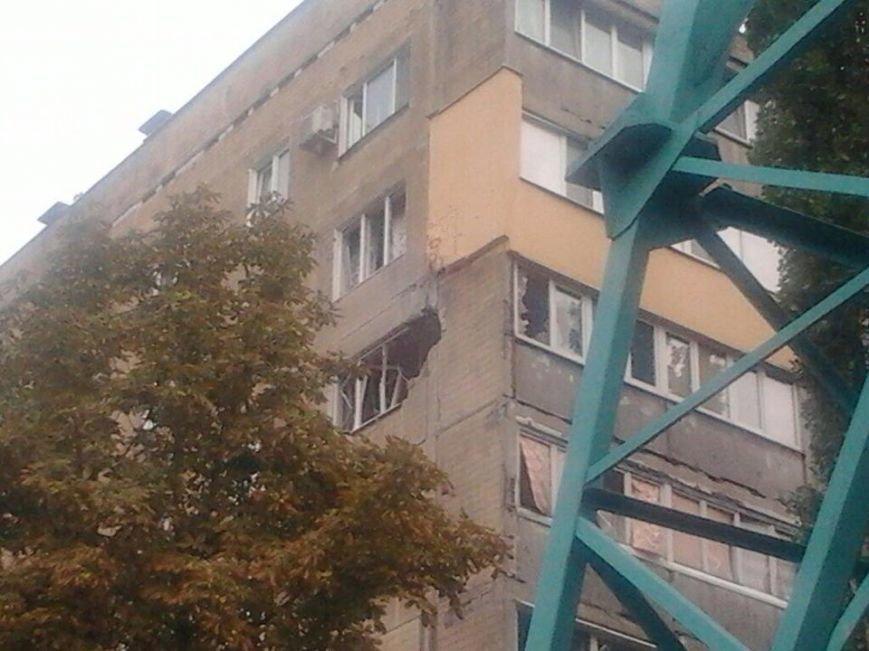В Донецке снаряд попал в многоэтажку (ФОТО), фото-2