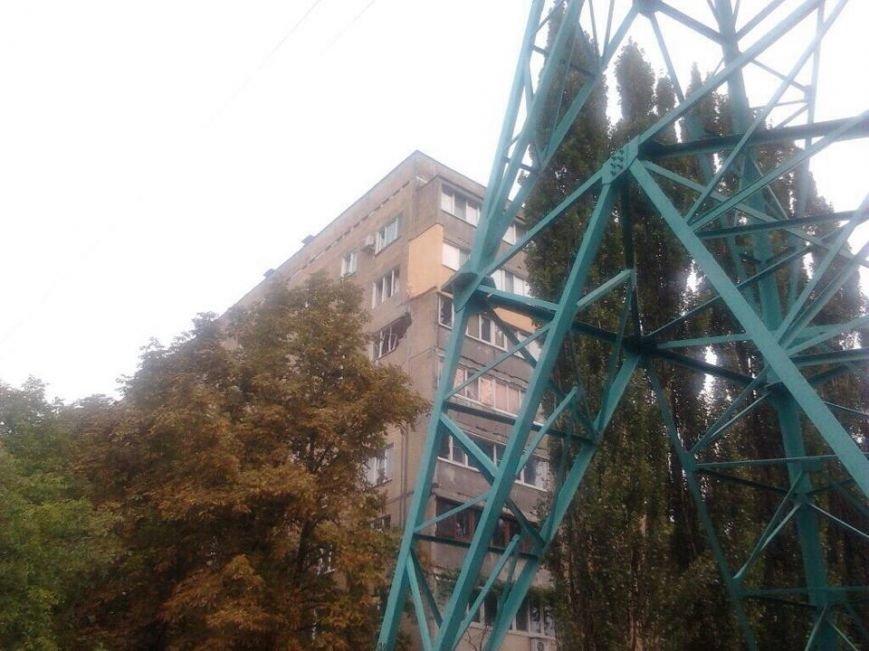 В Донецке снаряд попал в многоэтажку (ФОТО), фото-1