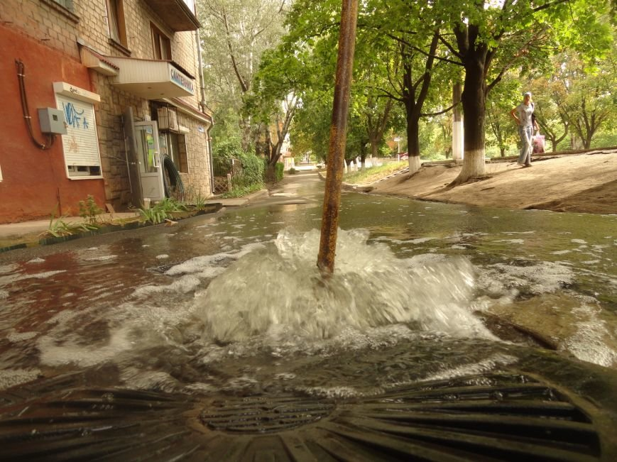 Авария на центральном водоводе в Мариуполе. Сотни людей остались без воды (ФОТО), фото-1
