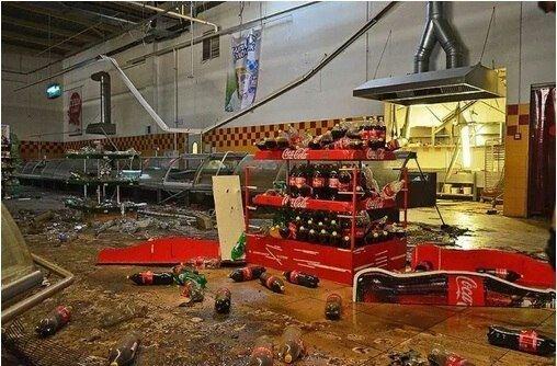 В Ясиноватой боевики разграбили супермаркет «Амстор» (ФОТО), фото-1