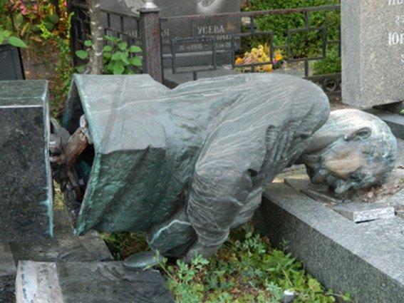 На Байковом кладбище два вандала пытались украсть памятники (ФОТО), фото-2