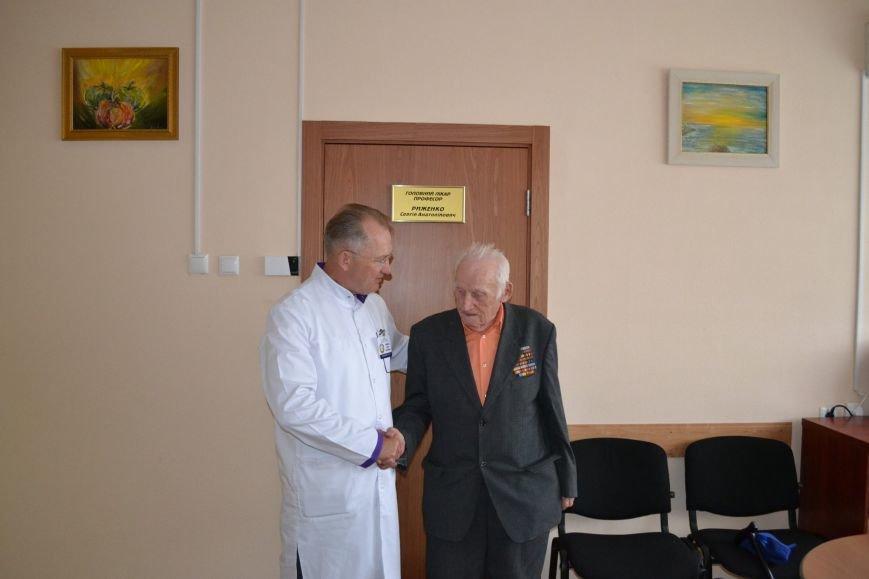 В Днепропетровске ветеран, который пережил блокаду Ленинграда, пожертвовал свою пенсию на покупку бронежилета, фото-1