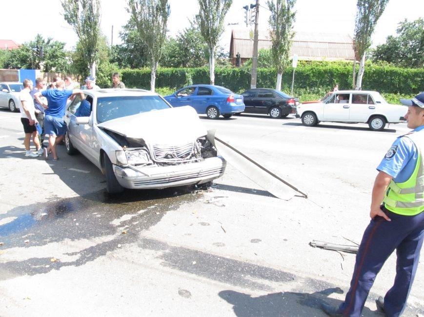 ДТП в Кривом Роге: водитель «Газели» протаранил иномарку (ФОТО), фото-1