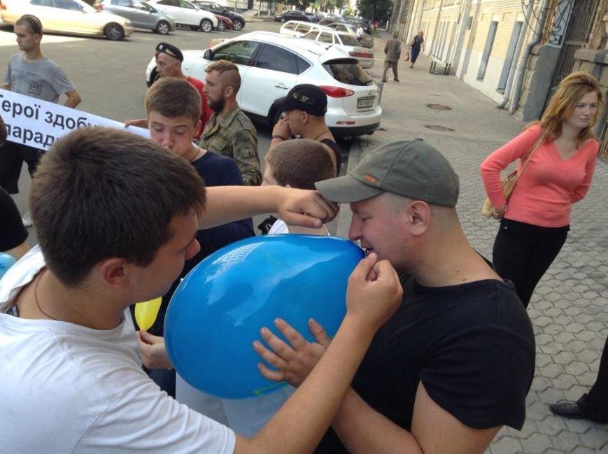 В Киеве активисты предложили Президенту поиграть в игрушечных солдатиков (ФОТО), фото-3