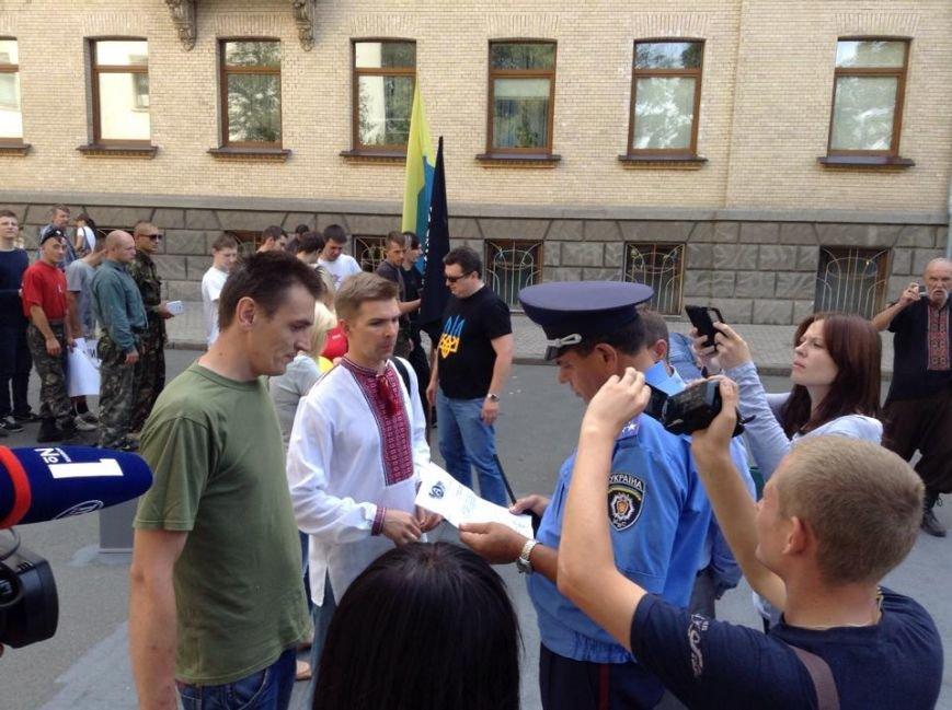 В Киеве активисты предложили Президенту поиграть в игрушечных солдатиков (ФОТО), фото-6