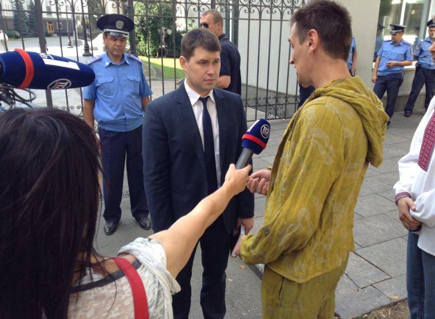 В Киеве активисты предложили Президенту поиграть в игрушечных солдатиков (ФОТО), фото-5