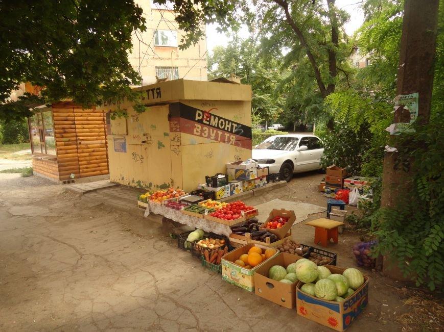 В Мариуполе стихийные торговцы не сорят и ходят в туалет домой (ФОТО), фото-1