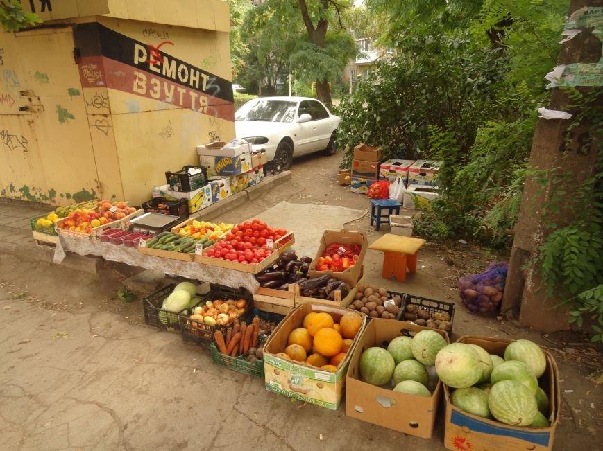 В Мариуполе стихийные торговцы не сорят и ходят в туалет домой (ФОТО), фото-2
