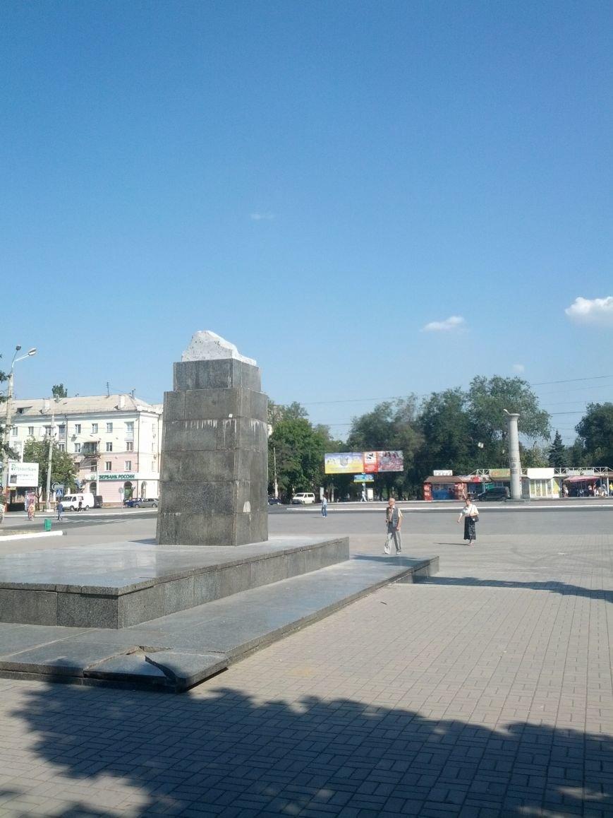 В Мариуполе под покровом ночи демонтировали еще один памятник Ленину (ФОТО), фото-1