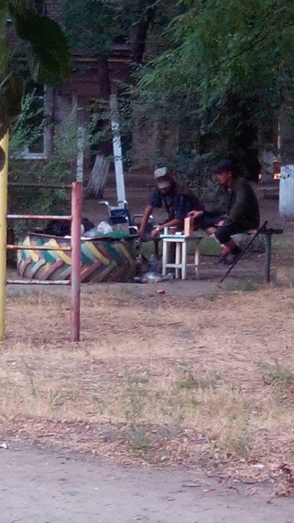 В Мариуполе люди живут под открытым небом и называют себя переселенцами (ФОТО), фото-4