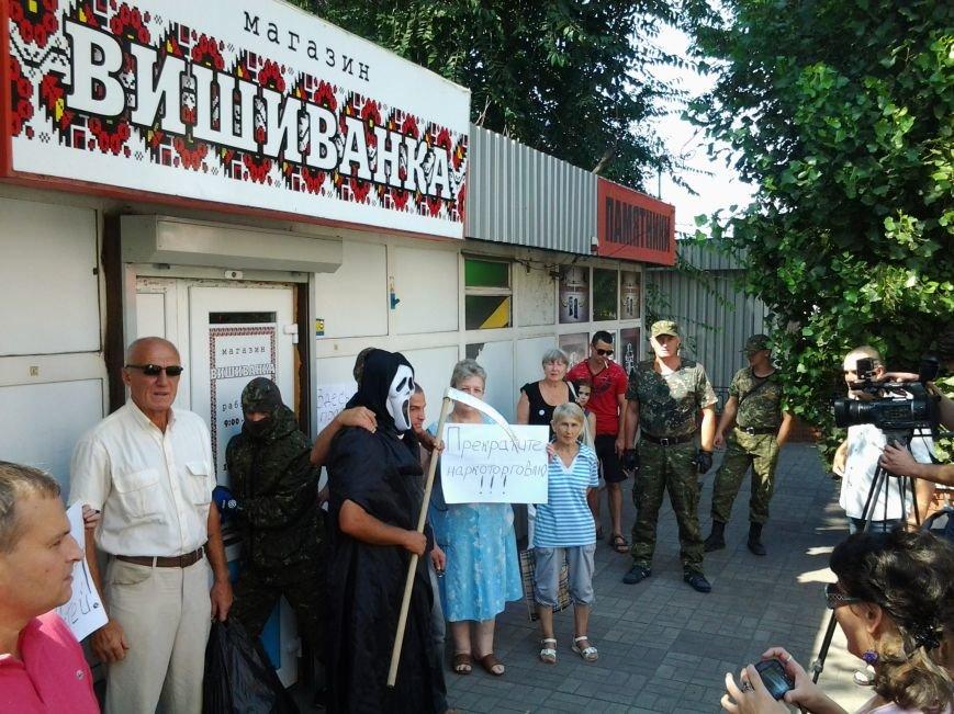 В Днепродзержинске пикетировали «магазин-оборотень» «Вышиванка», фото-3
