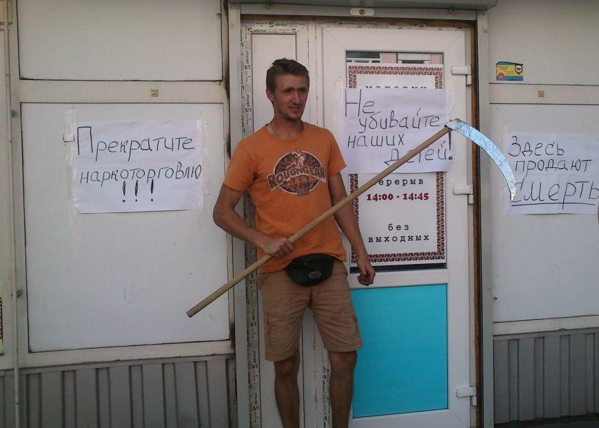 В Днепродзержинске пикетировали «магазин-оборотень» «Вышиванка», фото-2