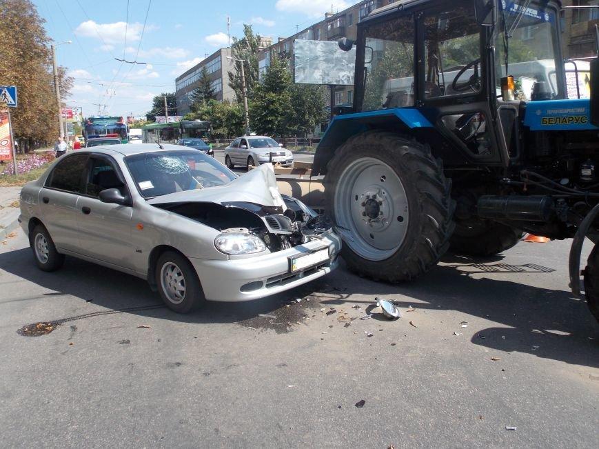 В Кировограде сильно столкнулись трактор и автомобиль (фото), фото-2