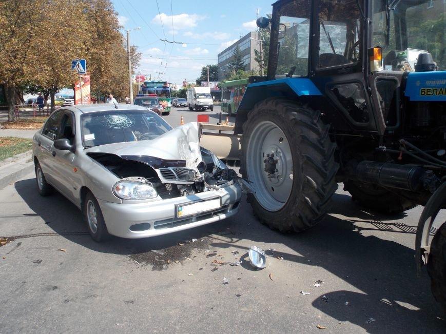В Кировограде сильно столкнулись трактор и автомобиль (фото), фото-3