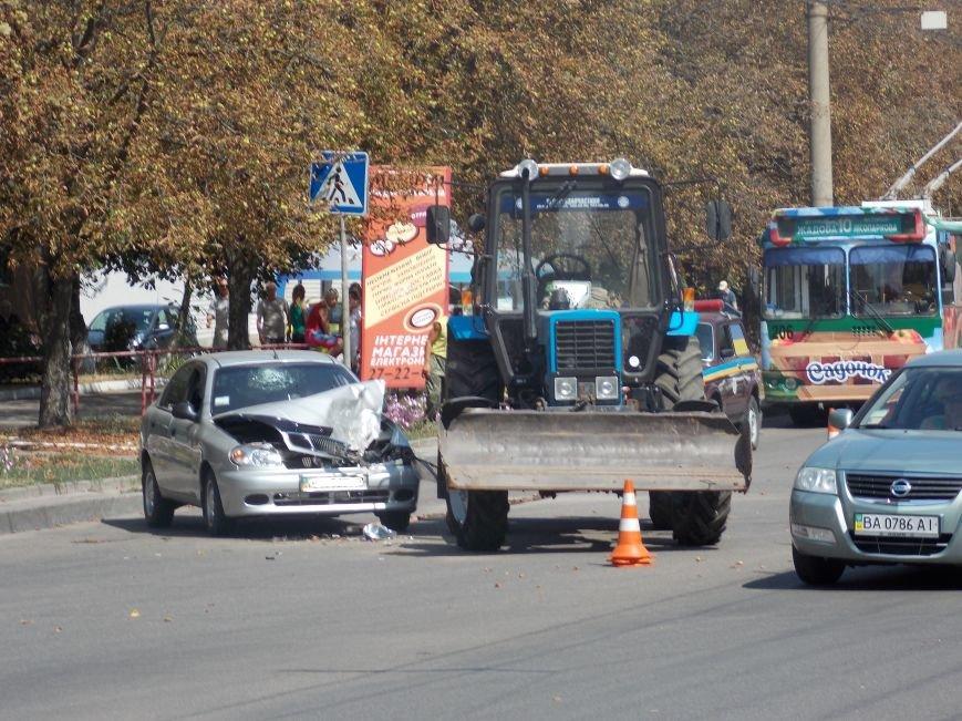 В Кировограде сильно столкнулись трактор и автомобиль (фото), фото-6