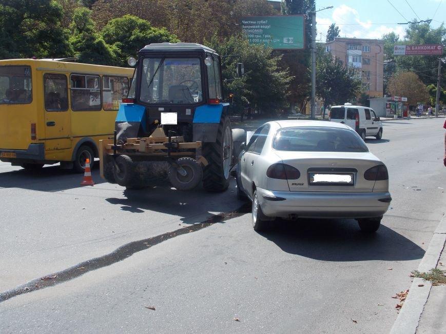 В Кировограде сильно столкнулись трактор и автомобиль (фото), фото-4