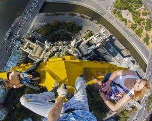 Смельчаков, поднявших флаг Украины на московской высотке, могут посадить на 7 лет, фото-1