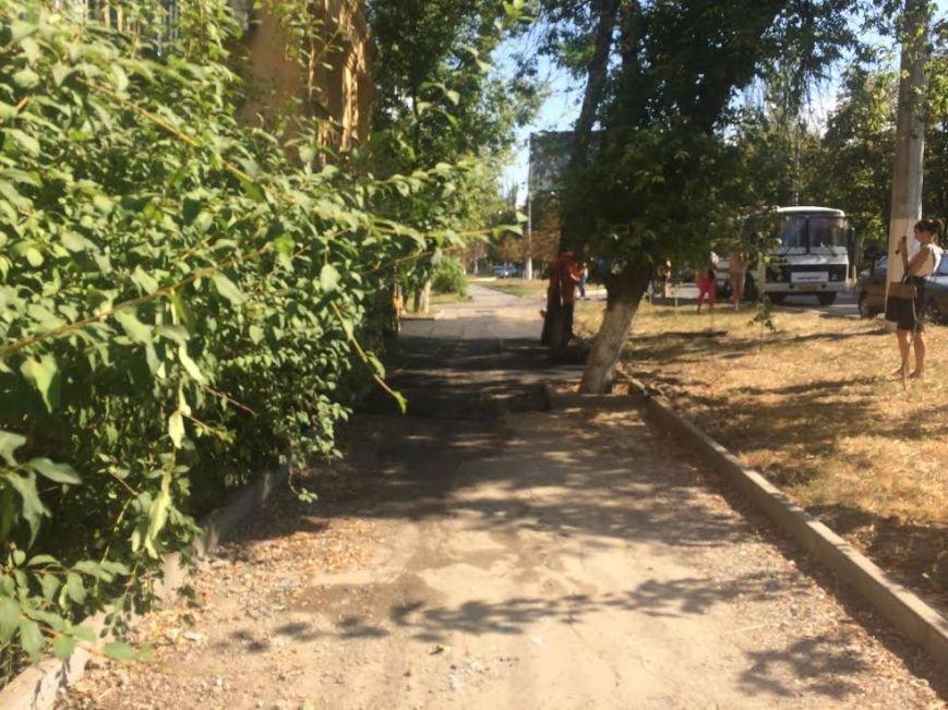 В Мариуполе в очередной раз взялись за тротуар по проспекту Нахимова (ФОТО), фото-3