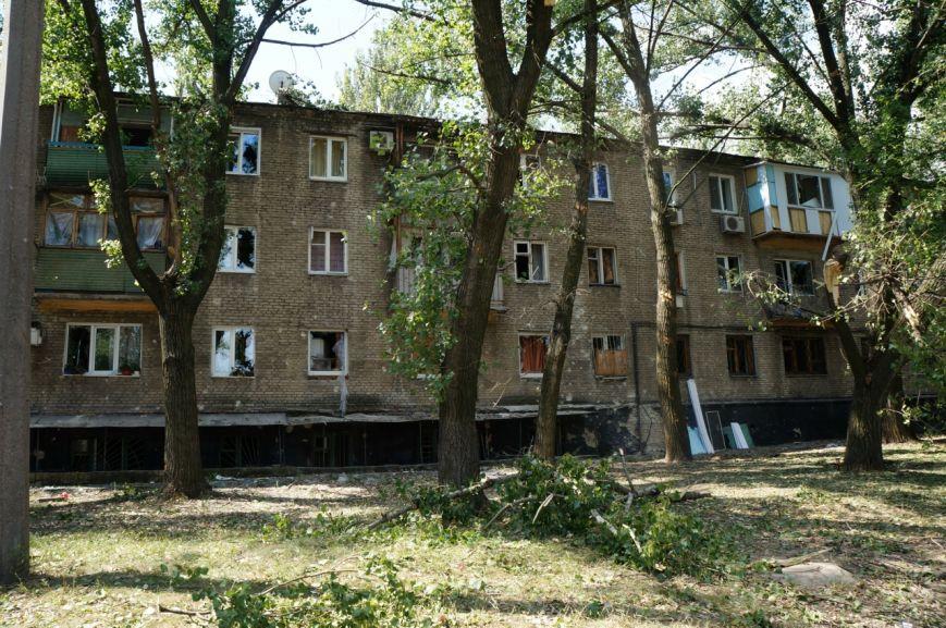В Донецке целый день слышны залпы и взрывы - трое мирных жителей получили осколочные ранения (ФОТОРЕПОРТАЖ), фото-8
