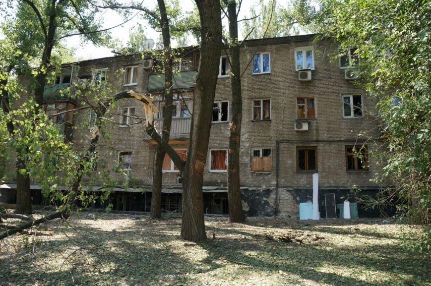 В Донецке целый день слышны залпы и взрывы - трое мирных жителей получили осколочные ранения (ФОТОРЕПОРТАЖ), фото-1