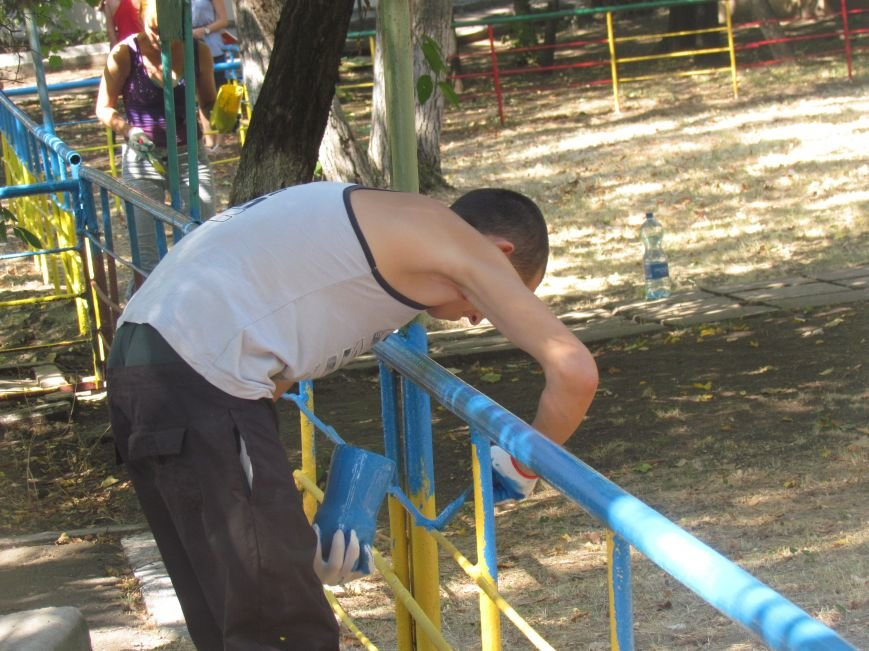 В Приморском парке Мариуполя беженцы устроили субботник (ФОТО), фото-12