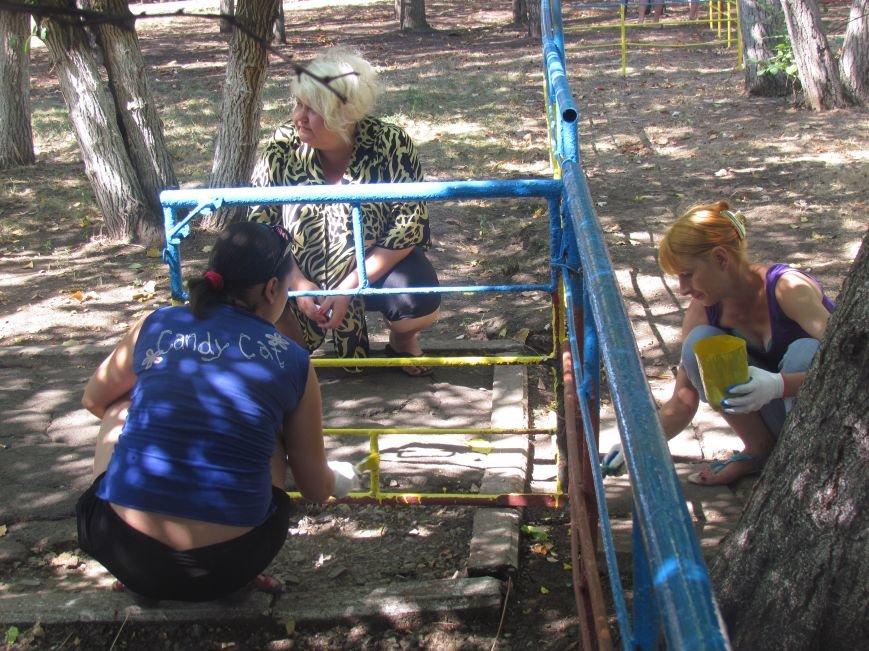 В Приморском парке Мариуполя беженцы устроили субботник (ФОТО), фото-14