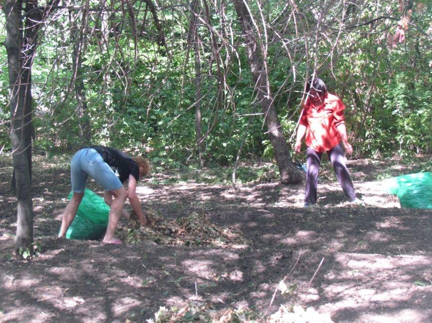 В Приморском парке Мариуполя беженцы устроили субботник (ФОТО), фото-3