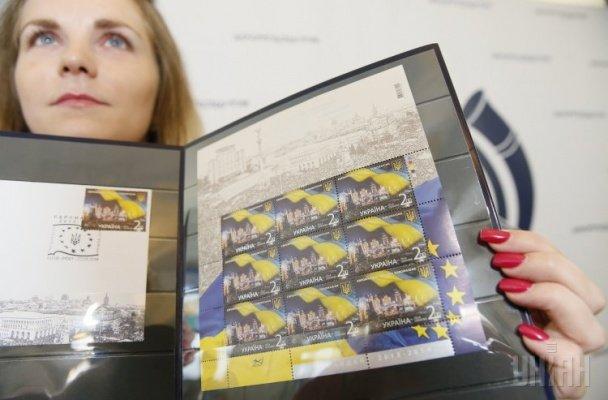 В Украине выпустили почтовую марку с «Йолкой Януковича», фото-2