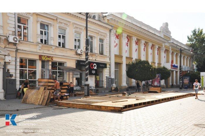 В центре Симферополя вновь возводят недавно снесенное летнее кафе (ФОТО), фото-2