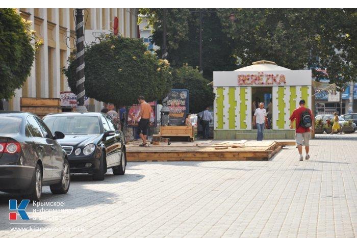 В центре Симферополя вновь возводят недавно снесенное летнее кафе (ФОТО), фото-3