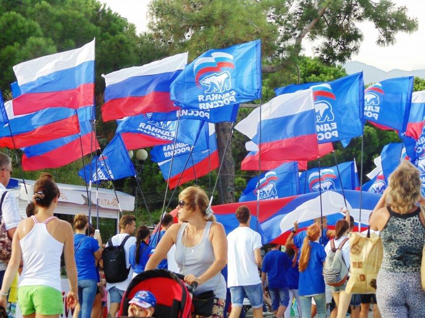 Фотофакт. В Ялте отметили День Флага РФ, фото-3