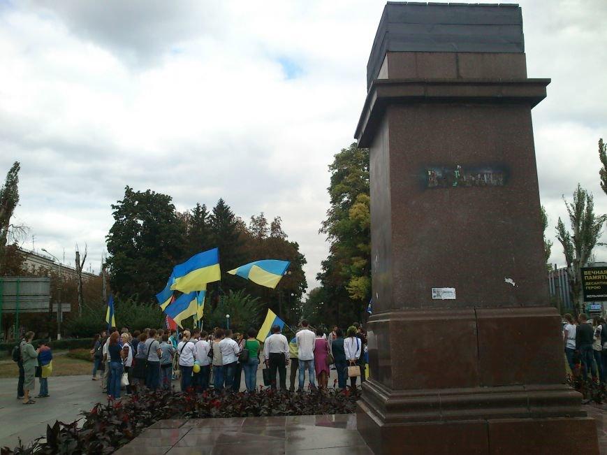В Днепродзержинске в День Государственного флага состоялся марш вышиванок, фото-11