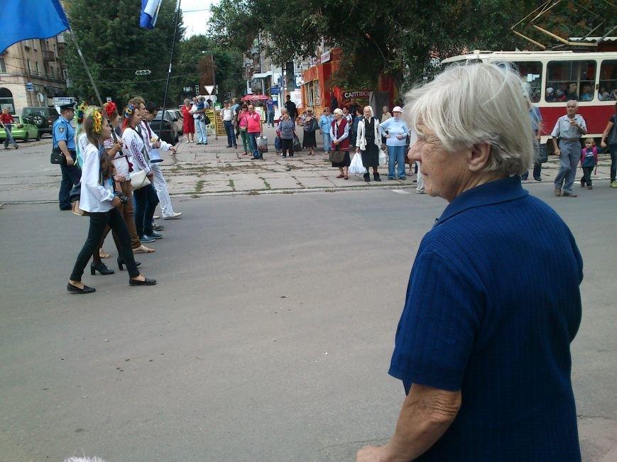 В Днепродзержинске в День Государственного флага состоялся марш вышиванок, фото-5