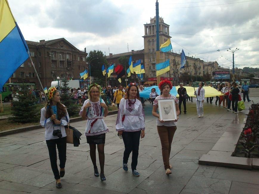 В Днепродзержинске в День Государственного флага состоялся марш вышиванок, фото-7