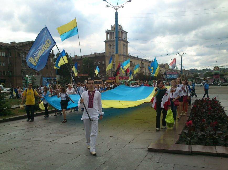 В Днепродзержинске в День Государственного флага состоялся марш вышиванок, фото-8