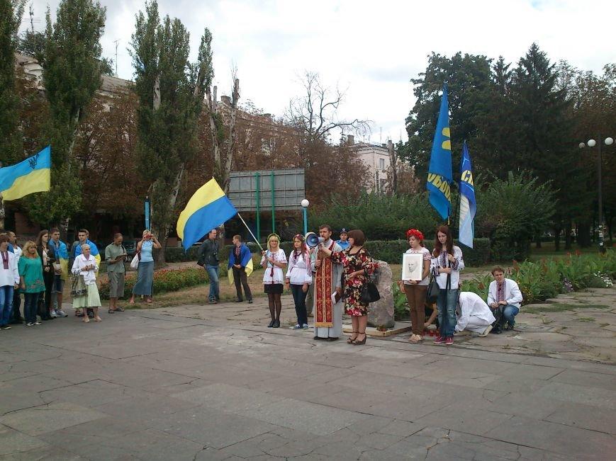 В Днепродзержинске в День Государственного флага состоялся марш вышиванок, фото-9