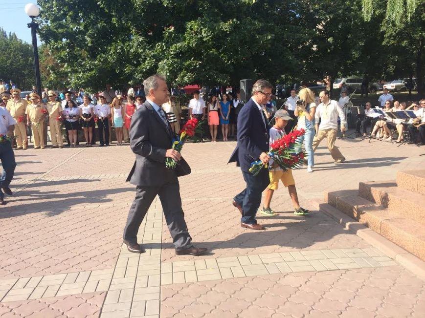 Ко Дню Независимости Украины. В Мариуполе возле Кобзаря активисты выразили недоверие мэру (ФОТО), фото-8